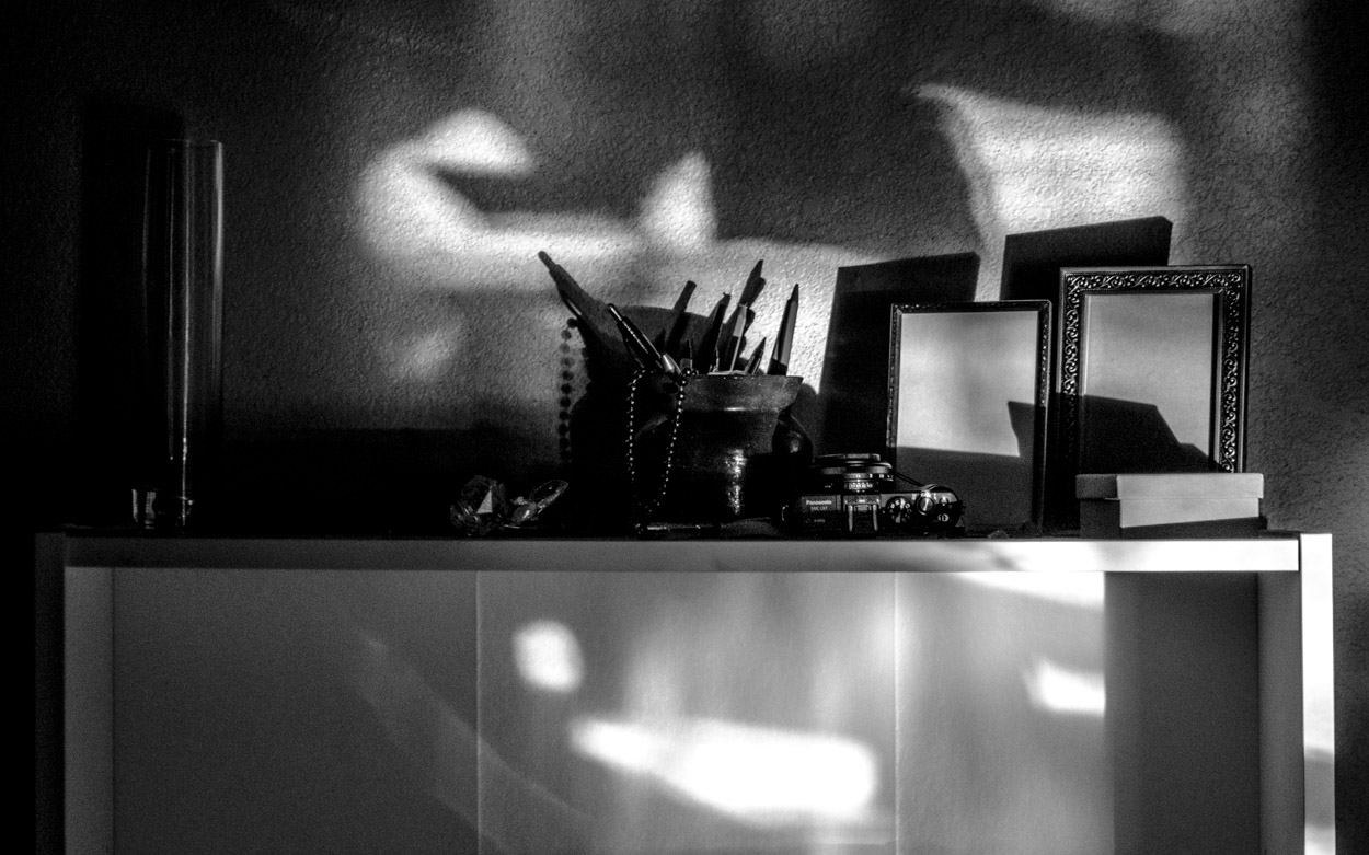 Shelf-Noir|©JamesECockroft-20140227